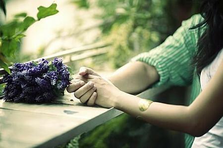 Tôi có nên từ bỏ cuộc sống vợ chồng đầy đau khổ để đi theo tiếng gọi của tình yêu?