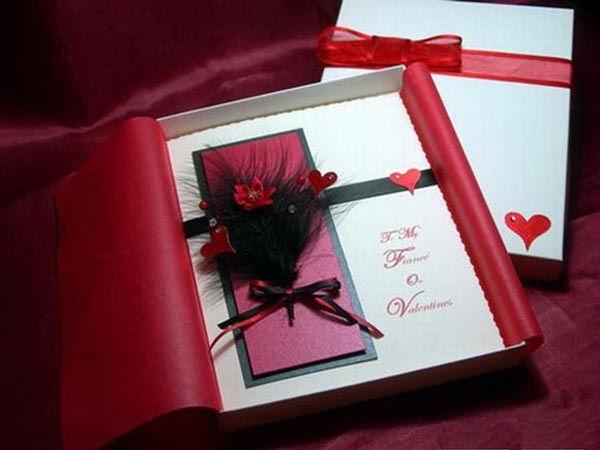 valentine-nen-tang-gi-cho-ban-Valentine-nen-tang-ban-gai-moi-quen-khung-hinh-hoac-tam-thiep-dac-bietgai-moi-quen-2