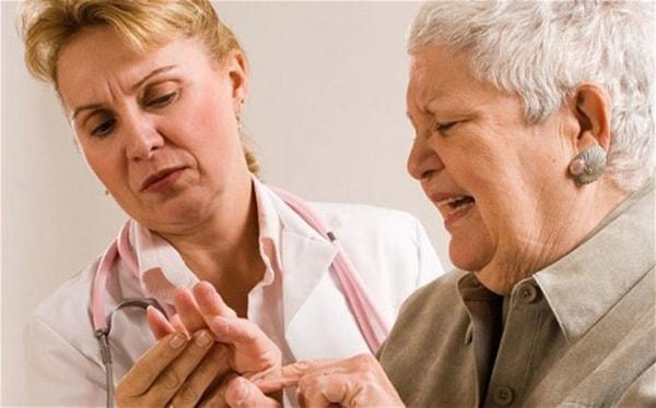 Nguyên nhân, dấu hiệu và cách điều trị chứng tê bì chân tay 3
