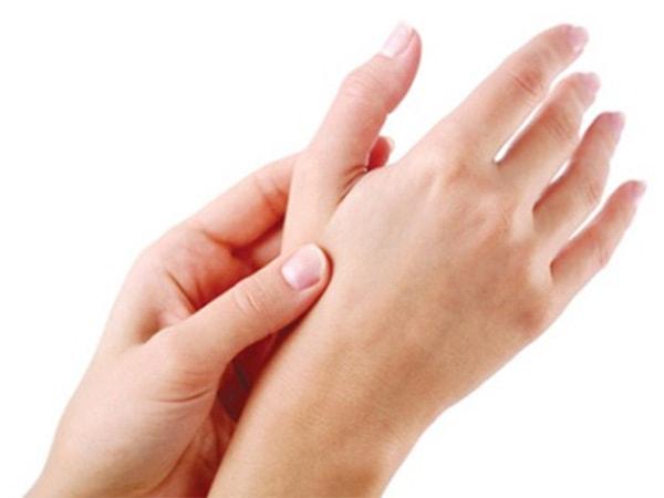Nguyên nhân, dấu hiệu và cách điều trị chứng tê bì chân tay