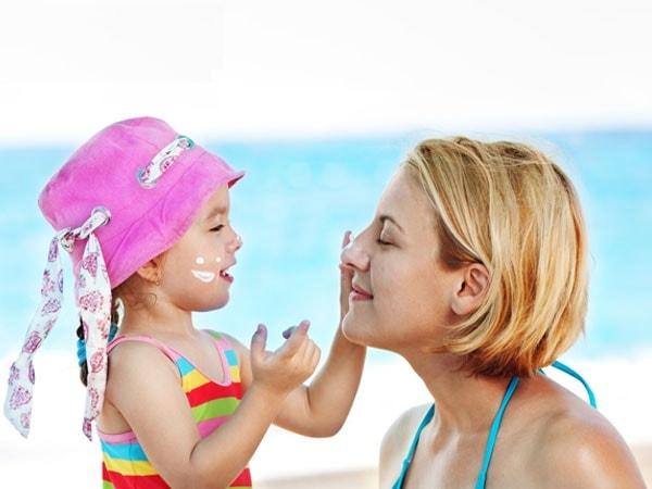 Sau khi trị nám, sử dụng kem chống nắng là rất cần thiết