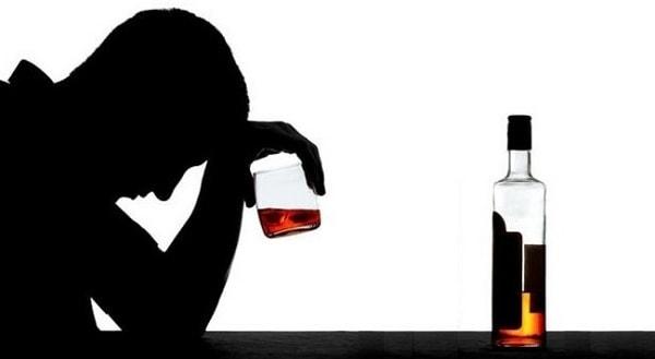 Nghiện rượu và những nguy cơ đi cùng 1