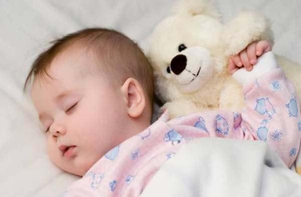 Những dấu hiệu cảnh báo giấc ngủ của trẻ bất thường mẹ cần nắm 1