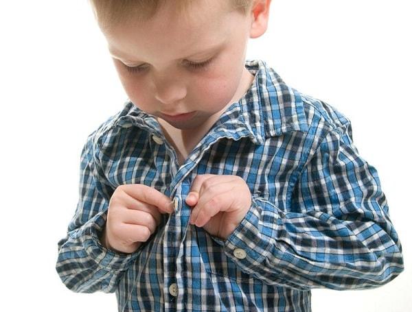 Kiểm tra cơ thể con để phát hiện những vết thương bất thường