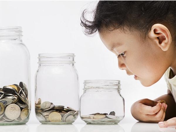 Cho trẻ biết việc vay nợ không tốt