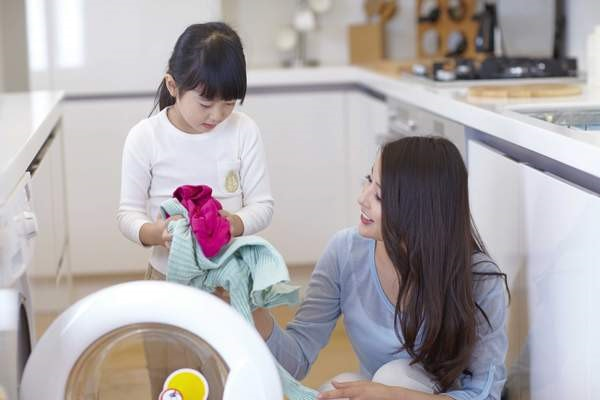 Bố mẹ nên dạy trẻ làm việc nhà