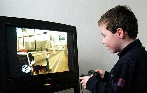 Dạy trẻ không nên suốt ngày chơi điện tử
