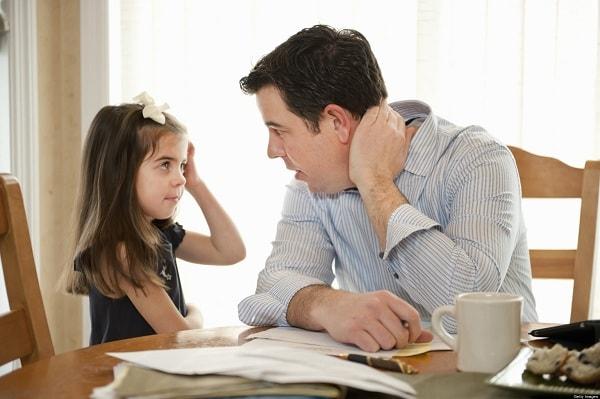 Bố mẹ cần quan tâm chia sẻ với con