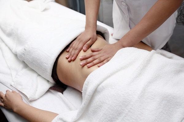 Sử dụng tinh dầu tự nhiên để massage bụng