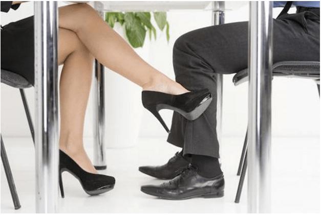 Nếu bạn đang có ý định ngoại tình nơi công sở thì tôi khuyên đừng nên dấn thân vào
