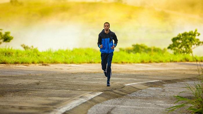 Tập thể dục thường xuyên cũng giúp giảm bớt tình trạng mất ngủ sau khi cai thuốc