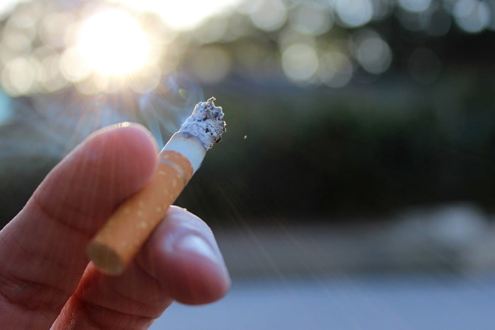 Nếu hút thuốc nên chọn loại có đầu lọc
