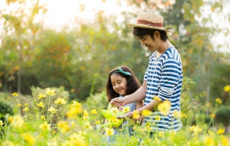 Hãy dành thời gian để vui chơi và chia sẻ cùng trẻ mọi thứ