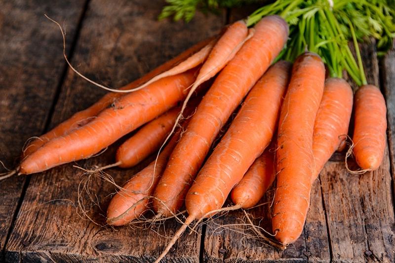 Sắc cam ở cà rốt có chất chống oxy hóa hiệu quả giúp chống lão hóa da tuổi 40