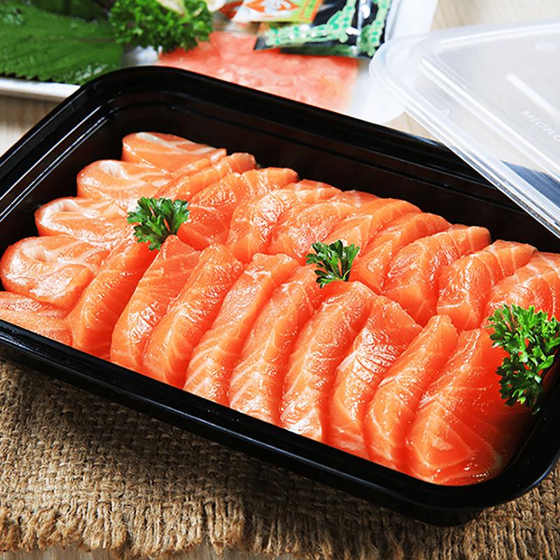 Thịt cá hồi chứa nhiều protein có lợi giúp da căng mịn, trẻ trung giúp chống lão hóa da tuổi 40